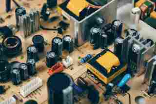 Capacitor and Use of Capacitors