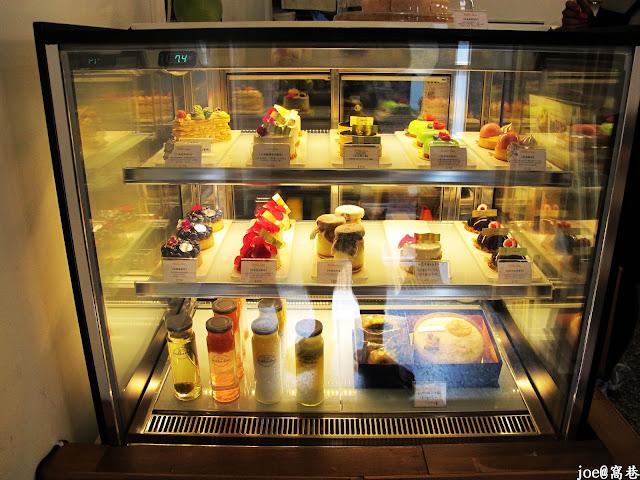 IMG 0213 - 【台中美食】窩巷 hidden lane 隱藏在巷弄間的甜點店 |咖啡 | 甜點|巷弄美食|蛋糕|藍梅塔|台中甜點店|老屋甜點|下午茶|