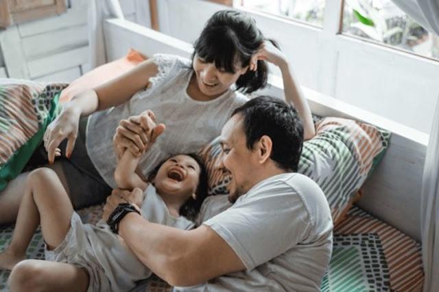 Stop Kebiasaan Menggelitik, Ternyata Ada Bahayanya untuk Anak