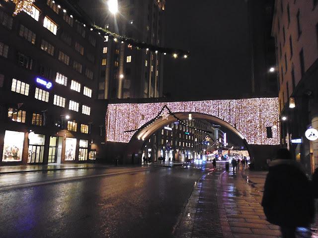 Calles de Estocolmo con adornos navideños (@mibaulviajero)