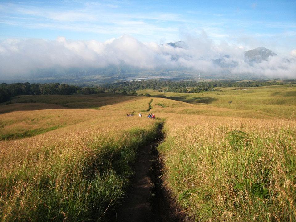 Indahnya Padang Savanah Sembalun Lawang - Gunung Rinjani