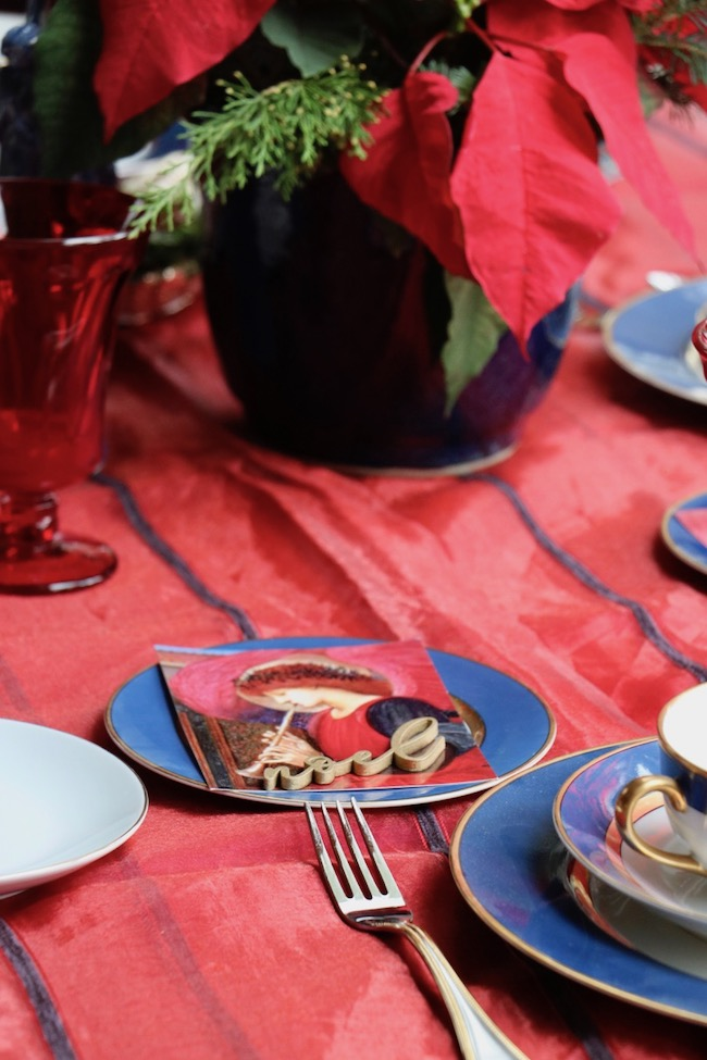 The Christmas Red and Navy Blue Table Setting combines both luxurious fabrics with textured accents.