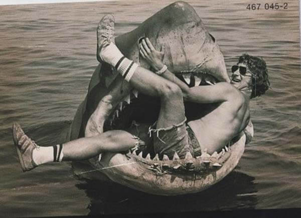 60 Iconic Behind-The-Scenes Pictures Of Actors That Underline The Difference Between Movies And Reality - Jaws wasn't that hungry. Lucky Steven!