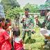 Anggota Satgas 644/WLS di Sambut dengan Antusias oleh Siswa PAUD
