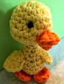http://translate.google.es/translate?hl=es&sl=en&tl=es&u=http%3A%2F%2Fsheepofdelight.blogspot.com.es%2F2014%2F04%2Fspring-duckling-free-amigurumi-crochet.html