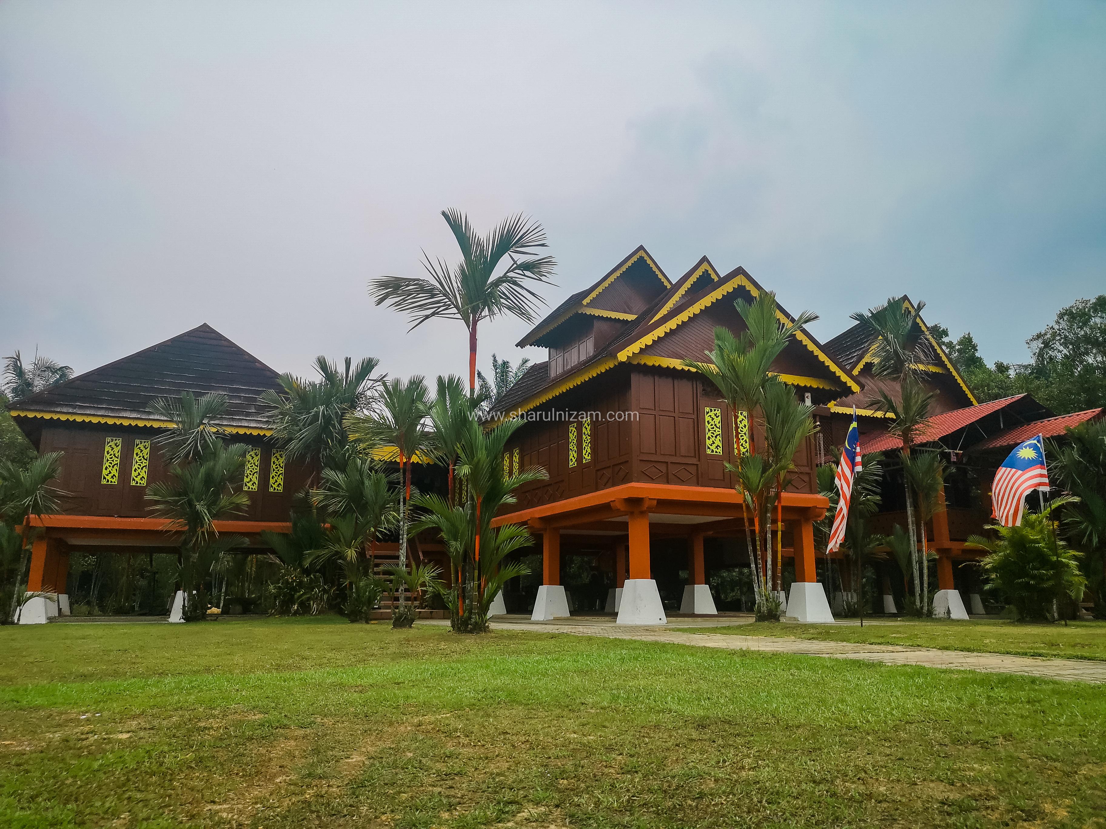 Muzium Rembau Replika Istana Raja Melewar