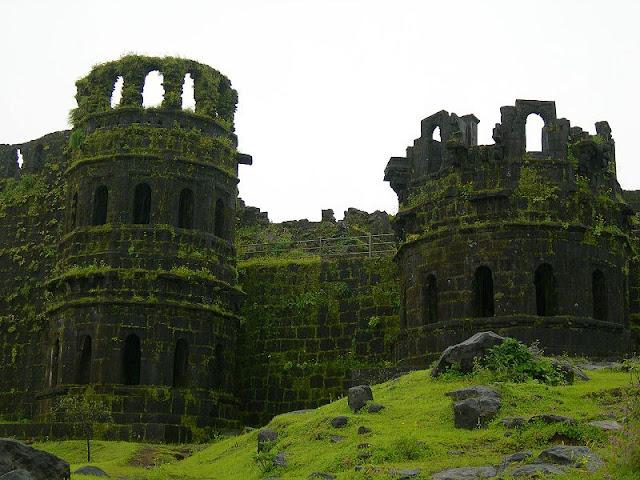 Raygad fort kila piller Shivaji Maharaj samadhi