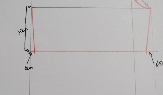 Marcada de 1cm en el bajo por la parte del costado en el patrón