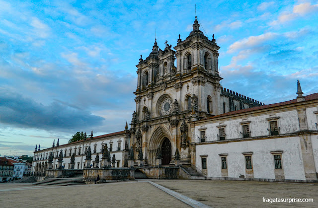 Fachada do Mosteiro de Alcobaça, Portugal