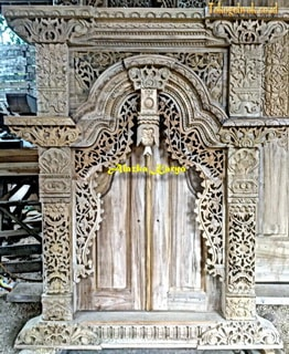 Jendela Gebyok Tempel Ukir