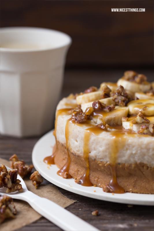 Milchreis Torte ohne Backen mit Bananen und karamellisierten Pecannüssen