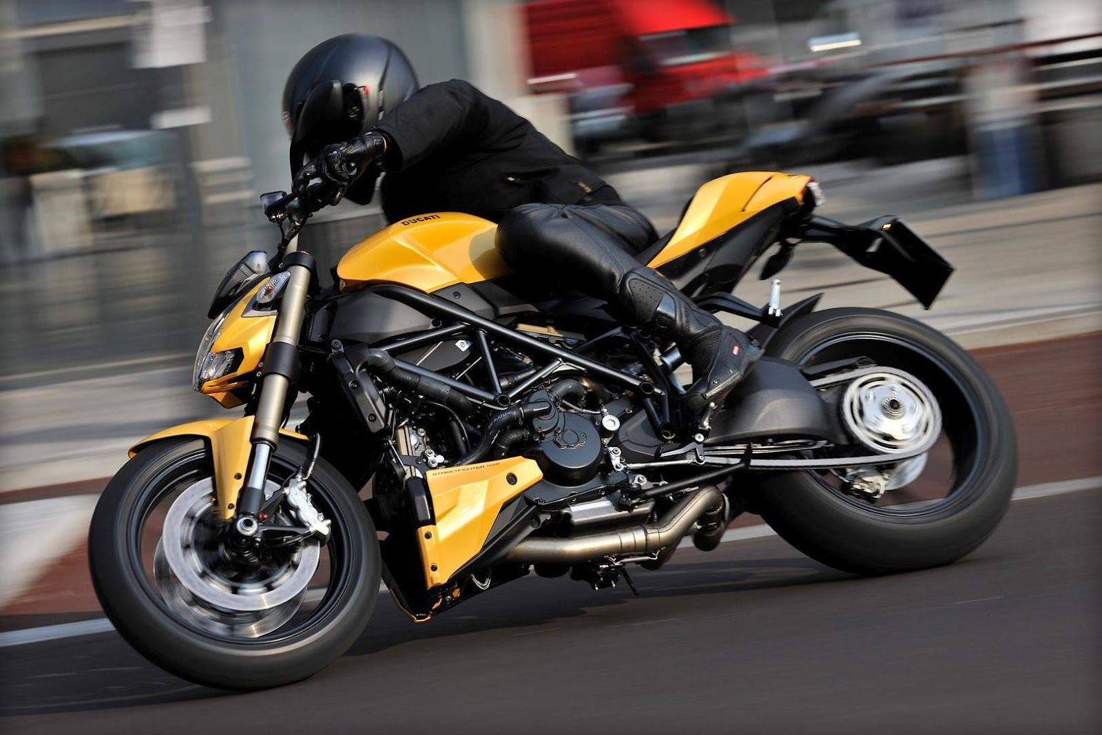 my way to ride 2012 ducati streetfighter 848 detail pictures and short spec. Black Bedroom Furniture Sets. Home Design Ideas