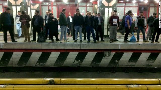 Pelaku Penyerangan Menggunakan Pisau Ditembak Mati di Stasiun Metro Tehran