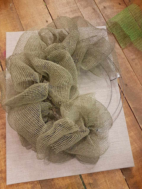 making a deco mesh wreath