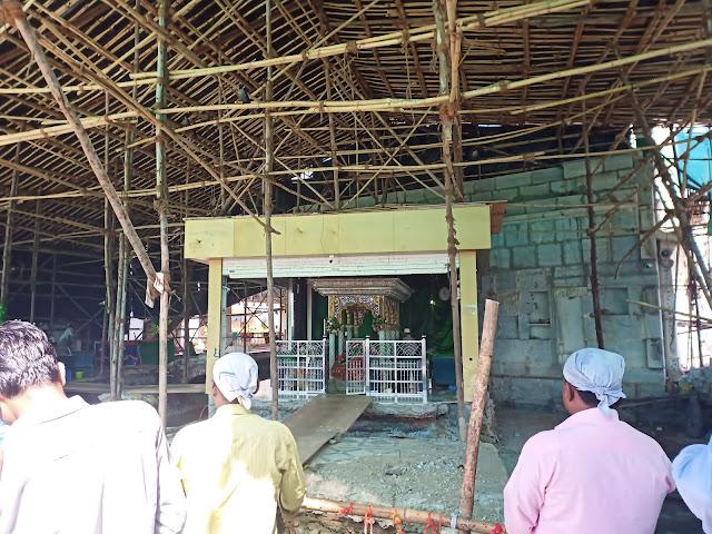 Scaffolding inside Haji Ali Dargah