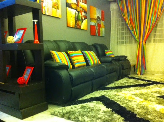 Untuk Ruang Tamu Sofa Hitam Ni Aku Banyak Bermain Dengan Warna Warni Sebab Kang Kalau Semua Malap Kelam Hidup Bosan Tak Berseri