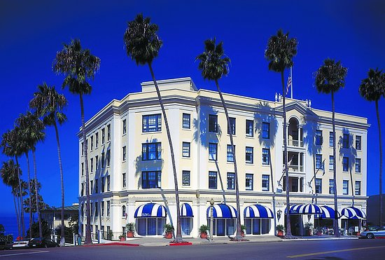 The Grande Colonial La Jolla Hotel, CA features large spacious suites and airy guest rooms & suites. Reserve your stay today with Travelhoteltours!