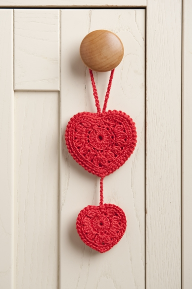 free crochet hearts, DMC Hearts, hanging hearts, red, how to crochet,