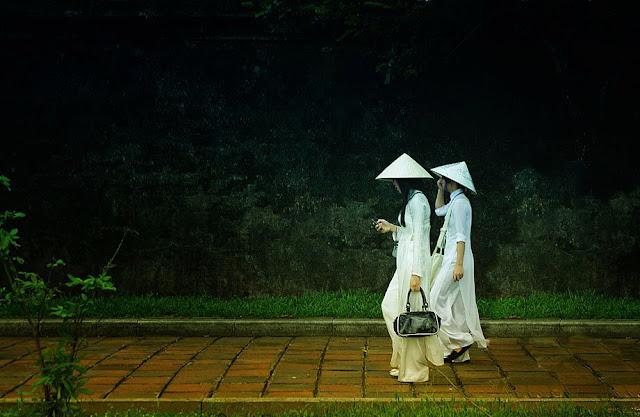 Vietnamitas paseando