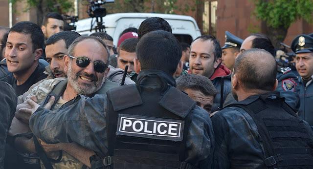 Policia detiene al opositor Nikol Pashinián y dispersa con gases manifestaciones