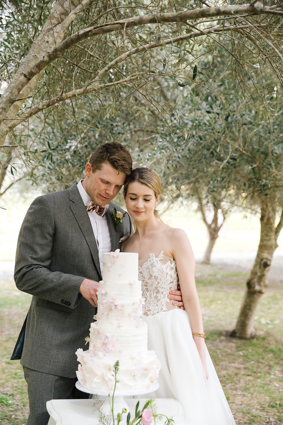 poppy and sage photography tyneale hahn makeup stationery cake venue