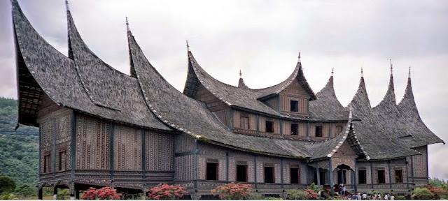 Kata Pusaka Kebesaran Rumah Gadang Minangkabau