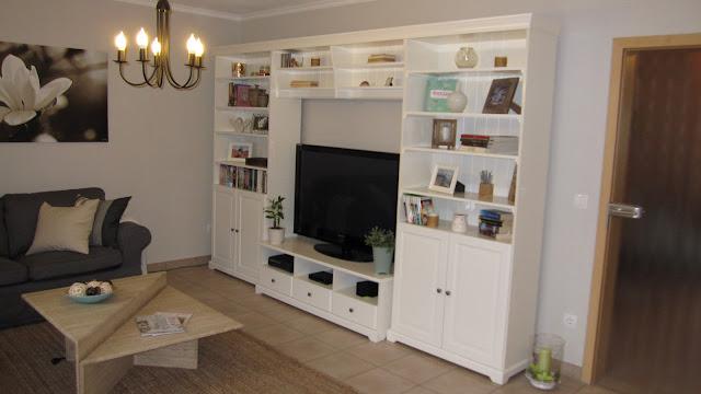 kleines gelbes haus wohnwand. Black Bedroom Furniture Sets. Home Design Ideas