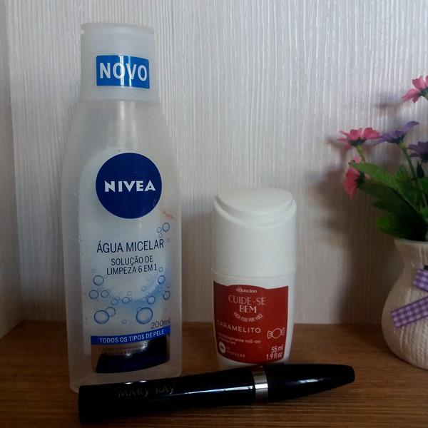 Produtos finalizados: Água Micelar NIVEA; Antitranspirante Caramelito oBoticário; Rímel Ultimate mascara Mary Kay;
