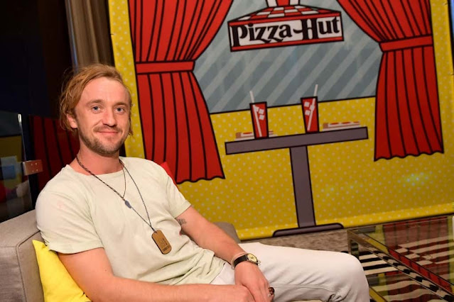Tom Felton throwback pics of the cast from Hogwarts!