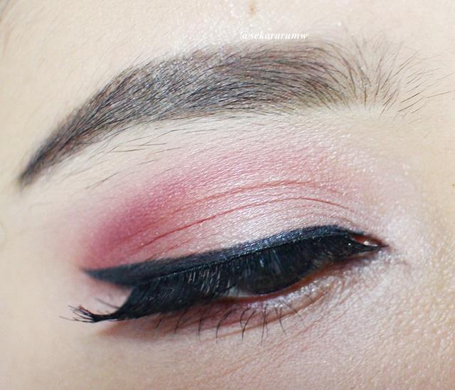 Diselesaikan Dengan Winged Eyeliner