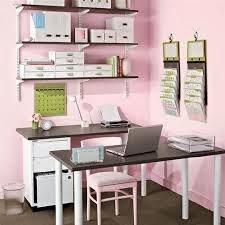 oficina gris y rosa