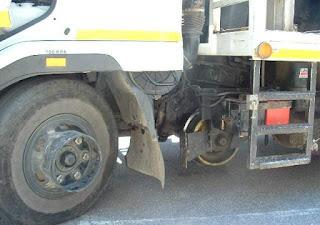Penampakan Truck Berjalan Diatas Rel Kereta Api