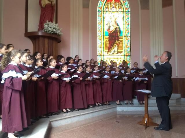 Canção da Ave Maria ganha clipe das Meninas dos Canarinhos
