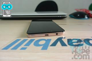 Infinix Hot 3 - ada port micro USB di sisi atas