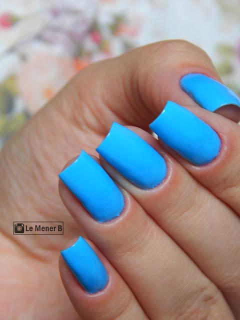 esmalte-azul-nas-unhas