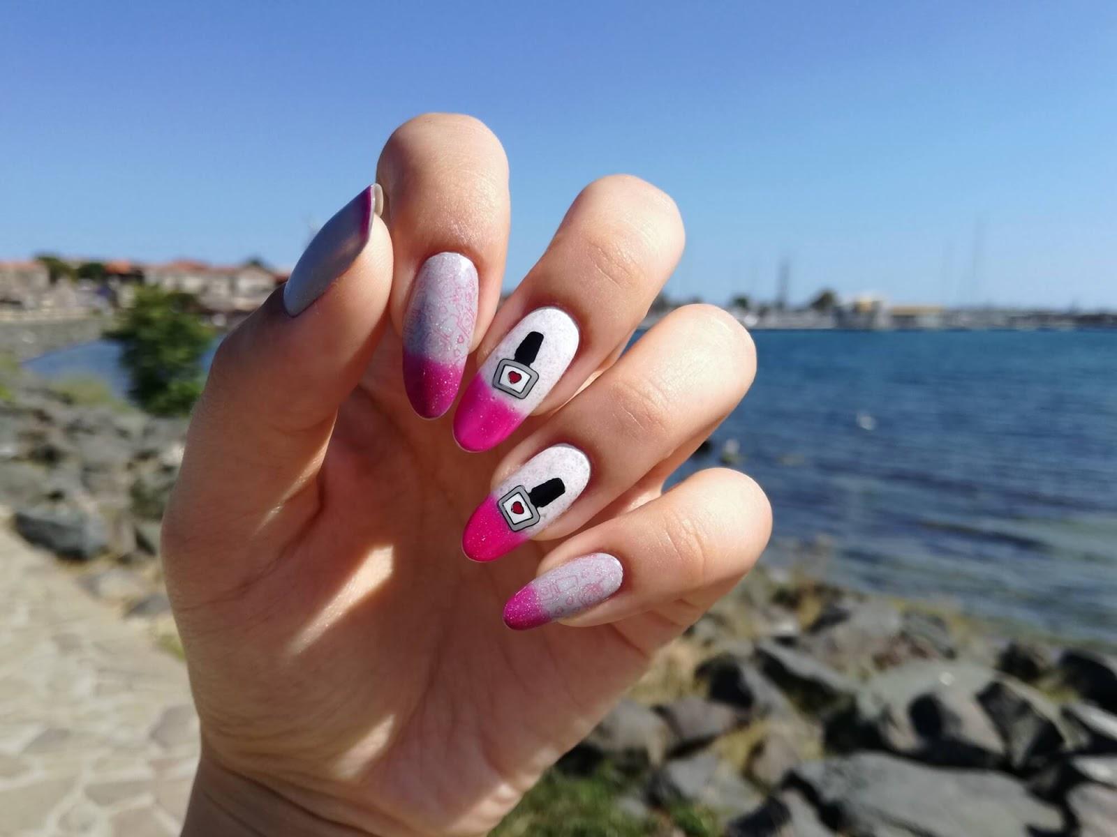 paznokcie zmieniające kolor - biały w róż