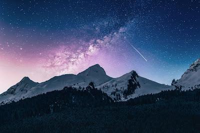 Mountains under starry sky - Photo by Benjamin Voros on Unsplash.com