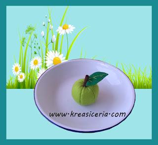 Kreasi apel dari kain flanel