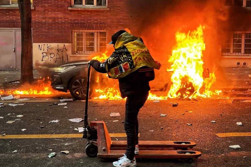 Minorias islâmicas protagonizam guerrilha nos bairros por ódio contra a França