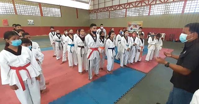 80 ATLETAS DE TAEKWONDO RECIBIERON EQUIPOS PARA SUS PRÁCTICAS
