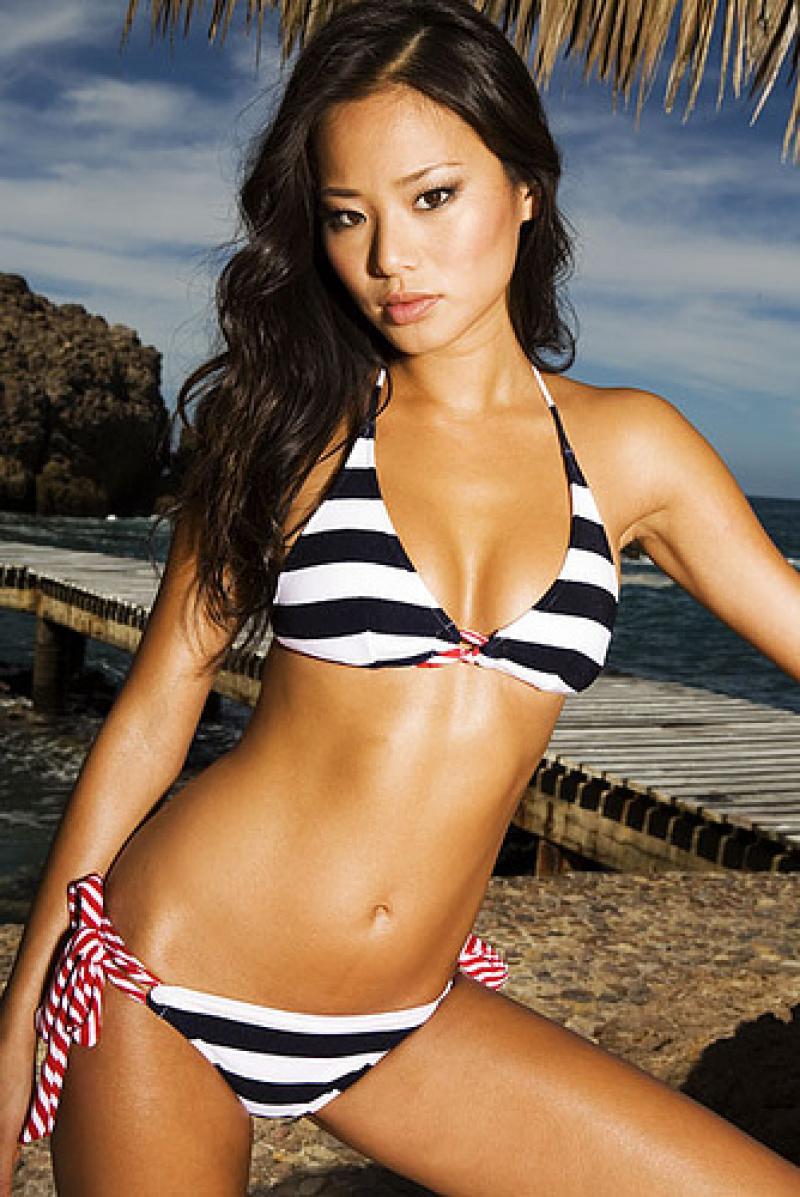 Sexy-Jamie-Chung-Korean-American-Actress-in-Bikini-
