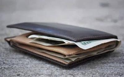 Καινούργιο :Βρήκε πορτοφόλι στην γιορτή αθερίνας, με μετρητά και ...