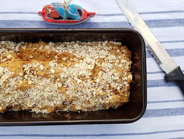Rezept: Blitzschnelles Haferflockenbrot ohne Gehenlassen. Einfache & schnelle Back-Anleitung fürs Haferflocken-Brot ohne Hefe auf Küstenkidsunterwegs!