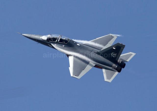 Hongdu L-15B combat trainer
