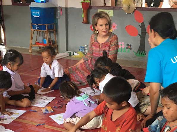 Queen Mathilde visited the a community based pre-school in Kang village, Laos. Queen wore print dress