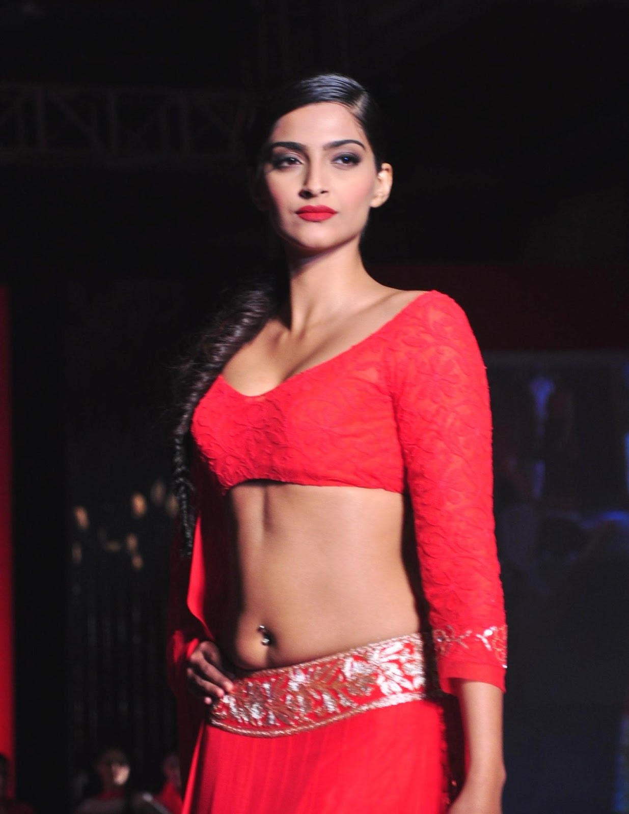 High Quality Bollywood Celebrity Pictures Sonam Kapoor -9861