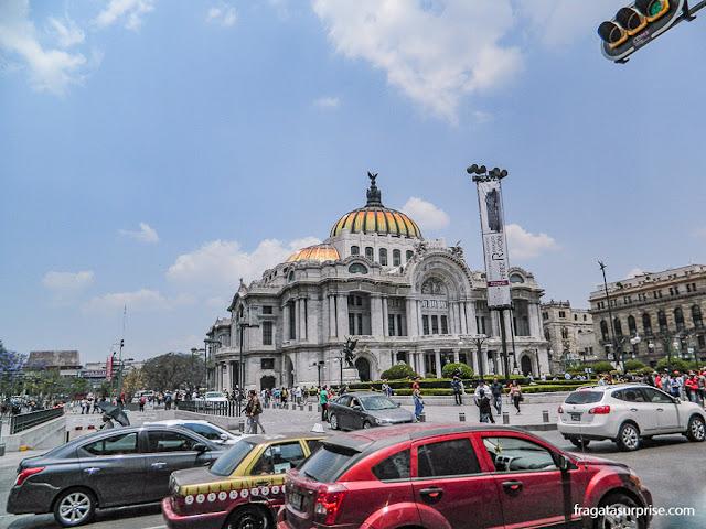 Trânsito no Centro Histórico da Cidade do México