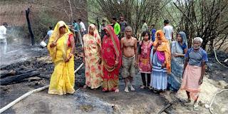 5 मड़हे खाक, चार मवेशी जिन्दा जले | #NayaSaberaNetwork