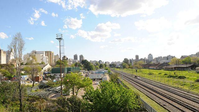 https://1.bp.blogspot.com/-xE_Or7kvGAQ/XYFED5kV9UI/AAAAAAABW3k/ic_hdSQzM5sPBG4mUpNDXa7jJ9Y5tVkXACLcBGAsYHQ/s640/Playon_Ferroviario_de_Caballito-_Ciudad_de_Buenos_Aires.jpg