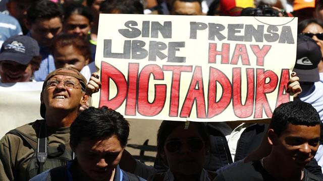 Periodistas afirman que cierre de RCTV inició escalada de censura en Venezuela